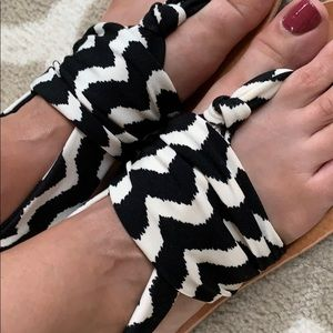 NWOT Dirty Laundry black and white sandals